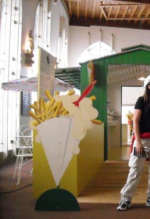 Friet Museum : un arco dove tutti facevamo foto