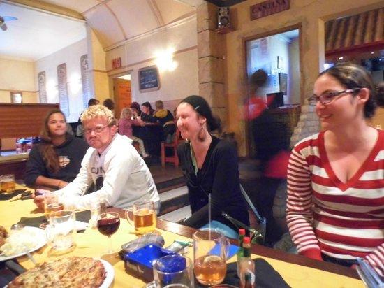 Napolitana: FRIENDS ENJOYING THE GREAT FOOD