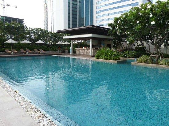 Pullman Bangkok King Power: Pool Area