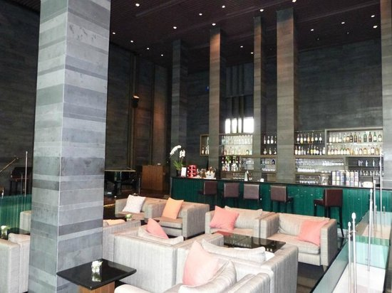 Pullman Bangkok King Power: Bar Area