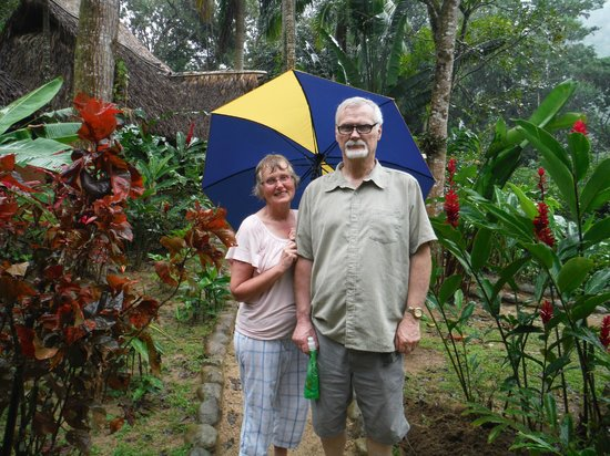 Villas Pico Bonito: Enjoying walking around Villa Pico Bonito on a rainy day