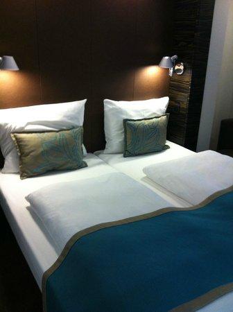 Motel One Edinburgh-Royal: Neat beds