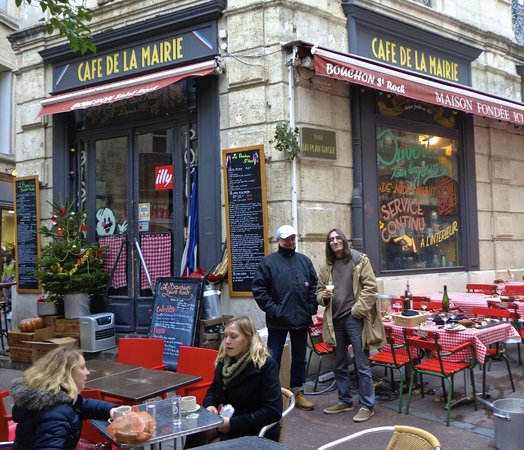 Le Bouchon St Roch : No idea who these peeps are, but this is a great photo of the restaurant!
