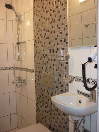 Myndos Hotel: Bathroom