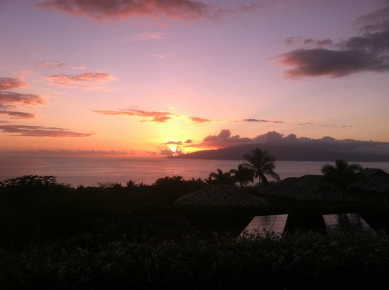 Ho'oilo House: Sunset view from our patio