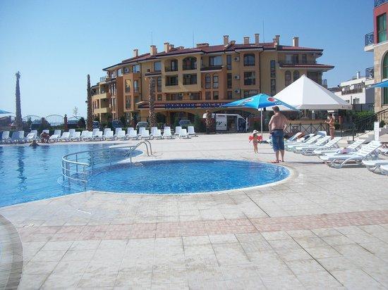 Saint George Palace Hotel: У бассейна