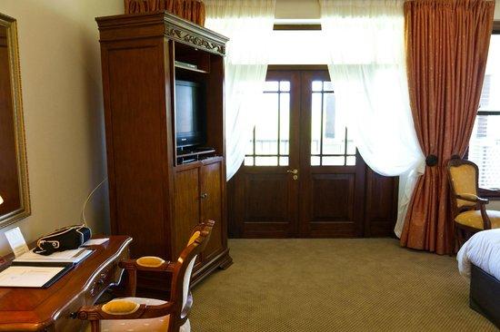 Asara Wine Estate & Hotel: TV and balcony access.