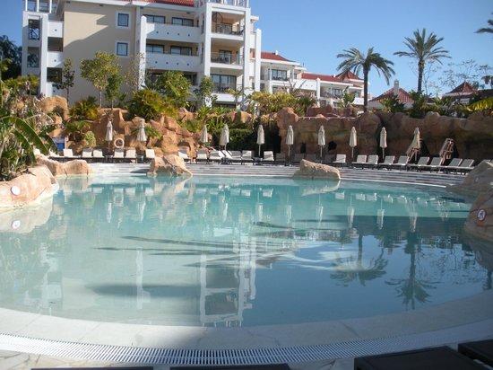 Hilton Vilamoura As Cascatas Golf Resort & Spa : pool area