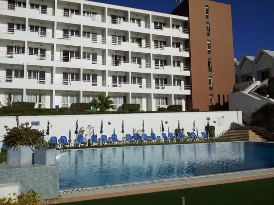 Mellieha Bay Hotel: view of hotel from pool area
