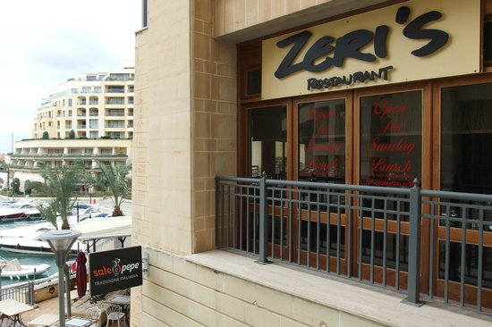 Zeri's Restaurant : Zeri Restaurant to the right - great views over marina