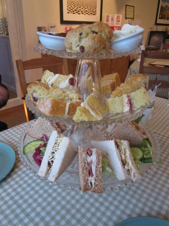 Pemberton's: Amazing afternoon tea, all homemade & fresh with clotted cream!
