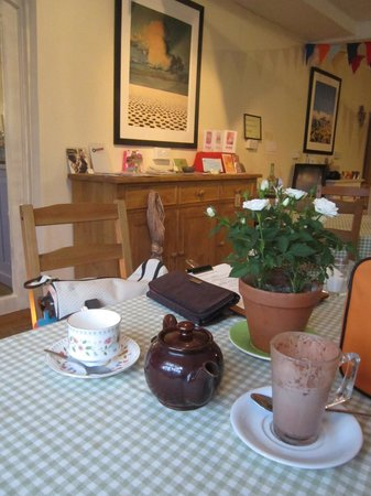 Pemberton's: The cafe inside.