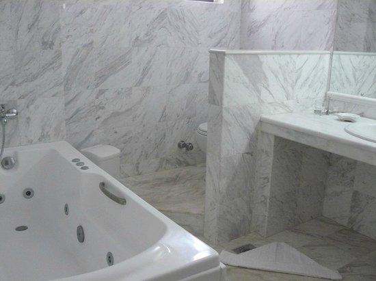 Hersonissos Maris Hotel and Suites : ванная