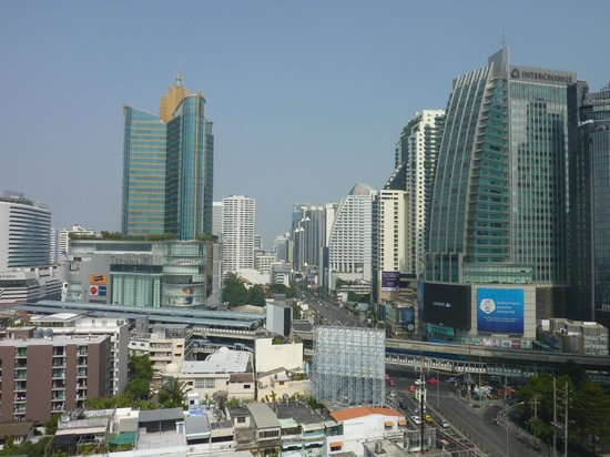 Park Plaza Sukhumvit Bangkok: View of the city from the roof