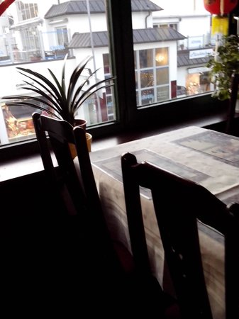 Mandelblüte: Im Restaurant