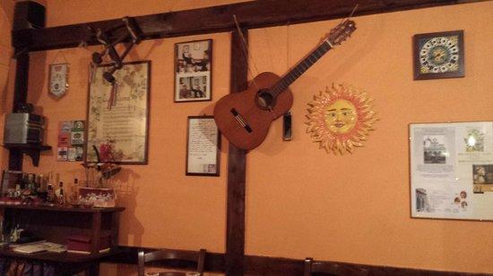 Osteria La Chitarra: interior, the guitar