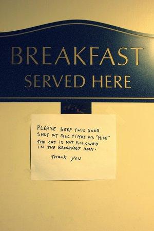 Windsor Inn: Место для завтрака