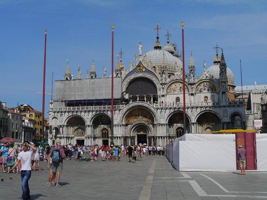 Basílica de San Marcos: вид с площади