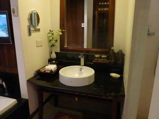 Ratilanna Riverside Spa Resort Chiang Mai: Bathroom