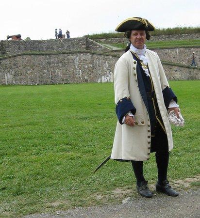 Le site historique national de la Forteresse de Louisbourg : French Marine Lieutenant