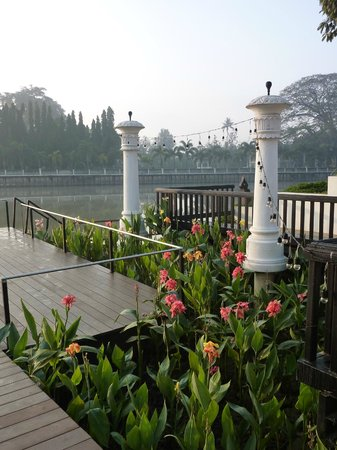 Ratilanna Riverside Spa Resort Chiang Mai: View of river from dock