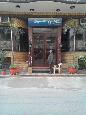 Hotel SunStar Grand: Entrance of hotel
