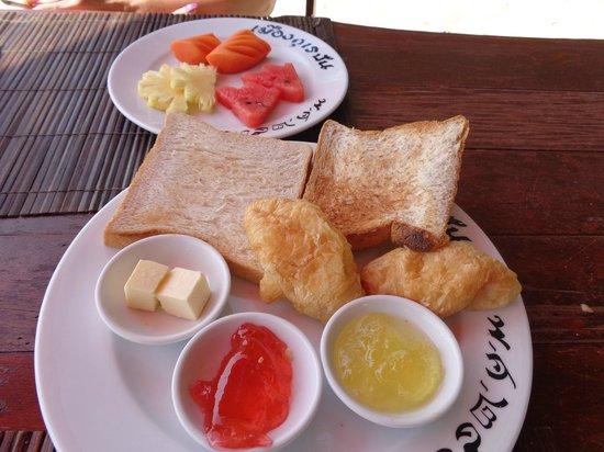 Muang Kulaypan Hotel: worst breakfeast ever seen ,