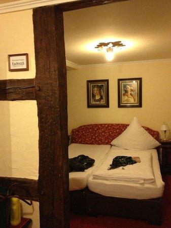 Klassik Hotel am Tor : der Schlafbereich in der Stadtmauer