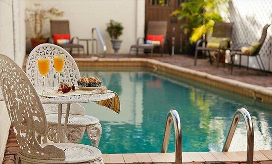 St. Francis Inn Bed and Breakfast : Solar Heated Pool