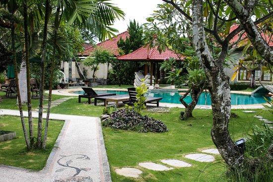 Sukun Bali Cottages : Территория отеля