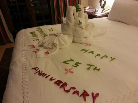 Beaches Negril Resort & Spa: our bed was decorated with flower and a special message