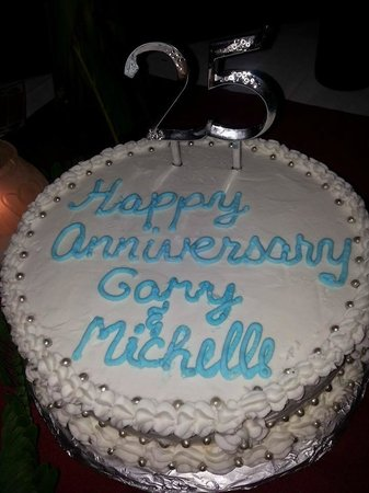 Beaches Negril Resort & Spa: Fabulous cake at our private diner on the beach