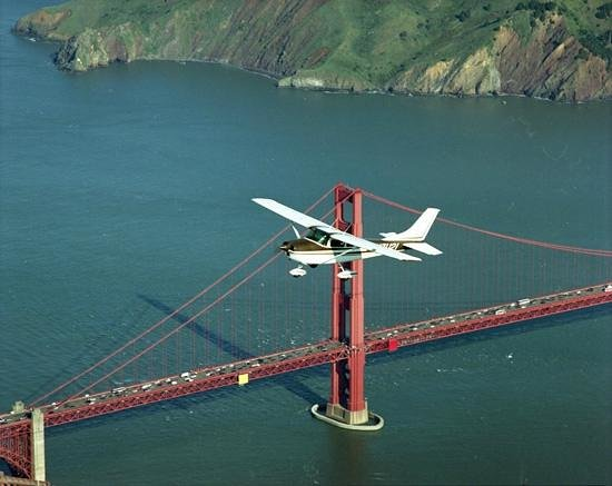 Hayward Flight: Fly over Golden Gate.