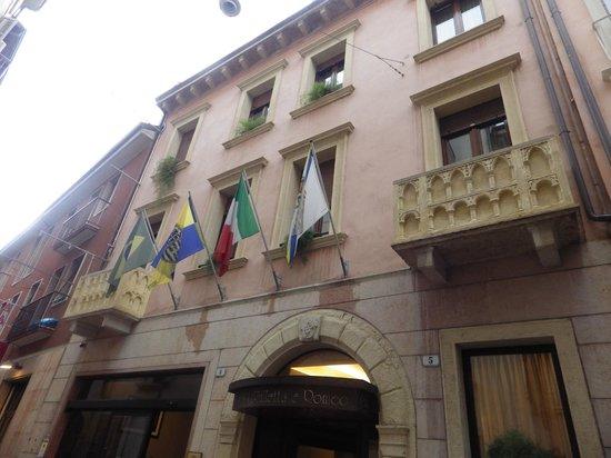 Giulietta e Romeo Hotel : finestre dell'hotel