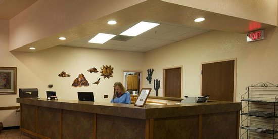 Gateway Studio Suites: Front Desk/Reception Area