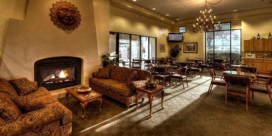 Gateway Studio Suites: Lounge/Lobby Area
