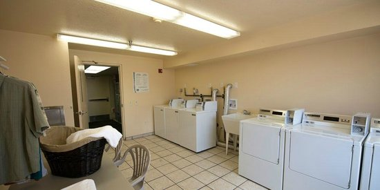 Gateway Studio Suites: Laundry Facilities