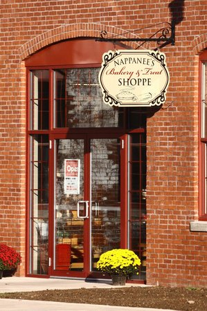 Coppes Commons : Entrance to Nappanee Bakery