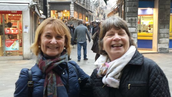 DiscoveringVenice -  Walking Tours : Antonello (left) with a very happy customer!