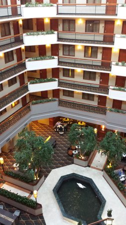 Embassy Suites by Hilton Dallas Near the Galleria: Inside View