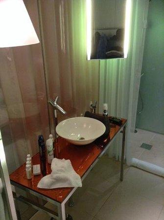 Sanderson London Hotel : parte del baño