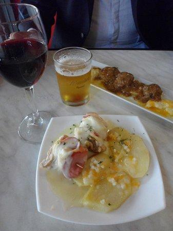 Carmela : vinho, cana, hamburguesitas e carne com batatas