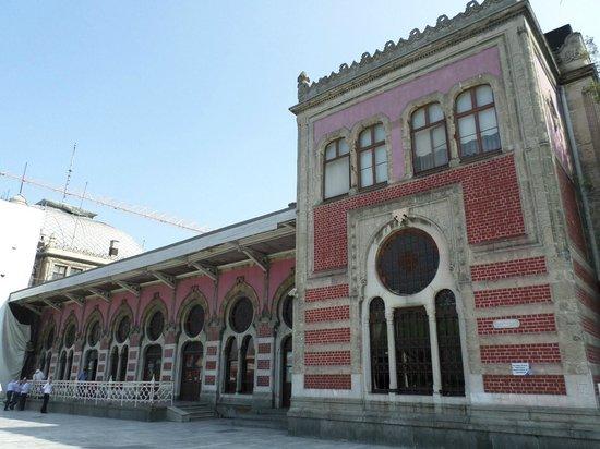 Sude Konak Hotel : Train Station in Eminonu