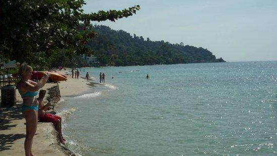 K.B. Resort: Stranden nedanför hotellet