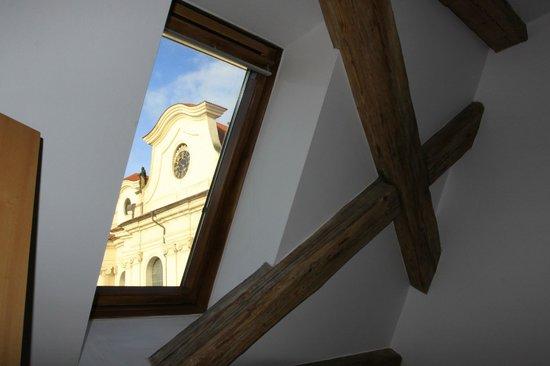 Hotel Adalbert: вид на монастырскую церковь