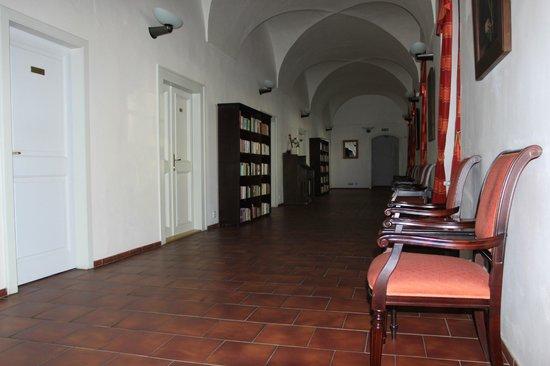 Hotel Adalbert: библиотека
