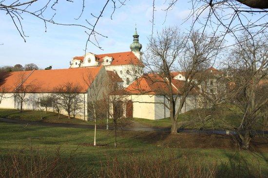 Hotel Adalbert: Монастырь и отель