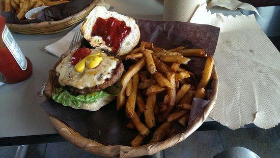 Big Chris BBQ Smokehouse : Yummy burger. Good quality.