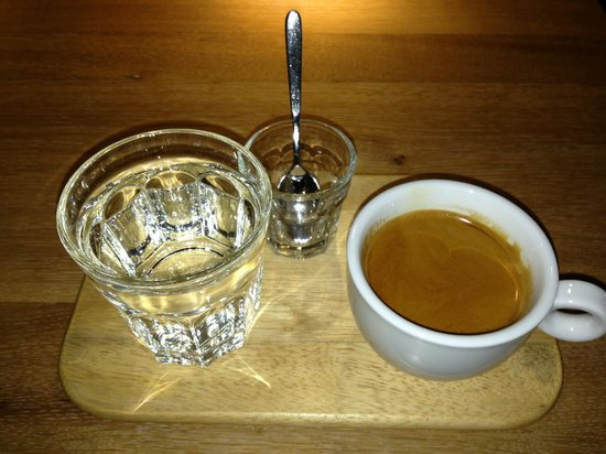 Origo Coffee Shop : long black