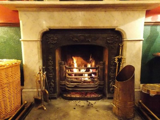 Atholl Arms Hotel: Lounge/Foyer fire : January 2014